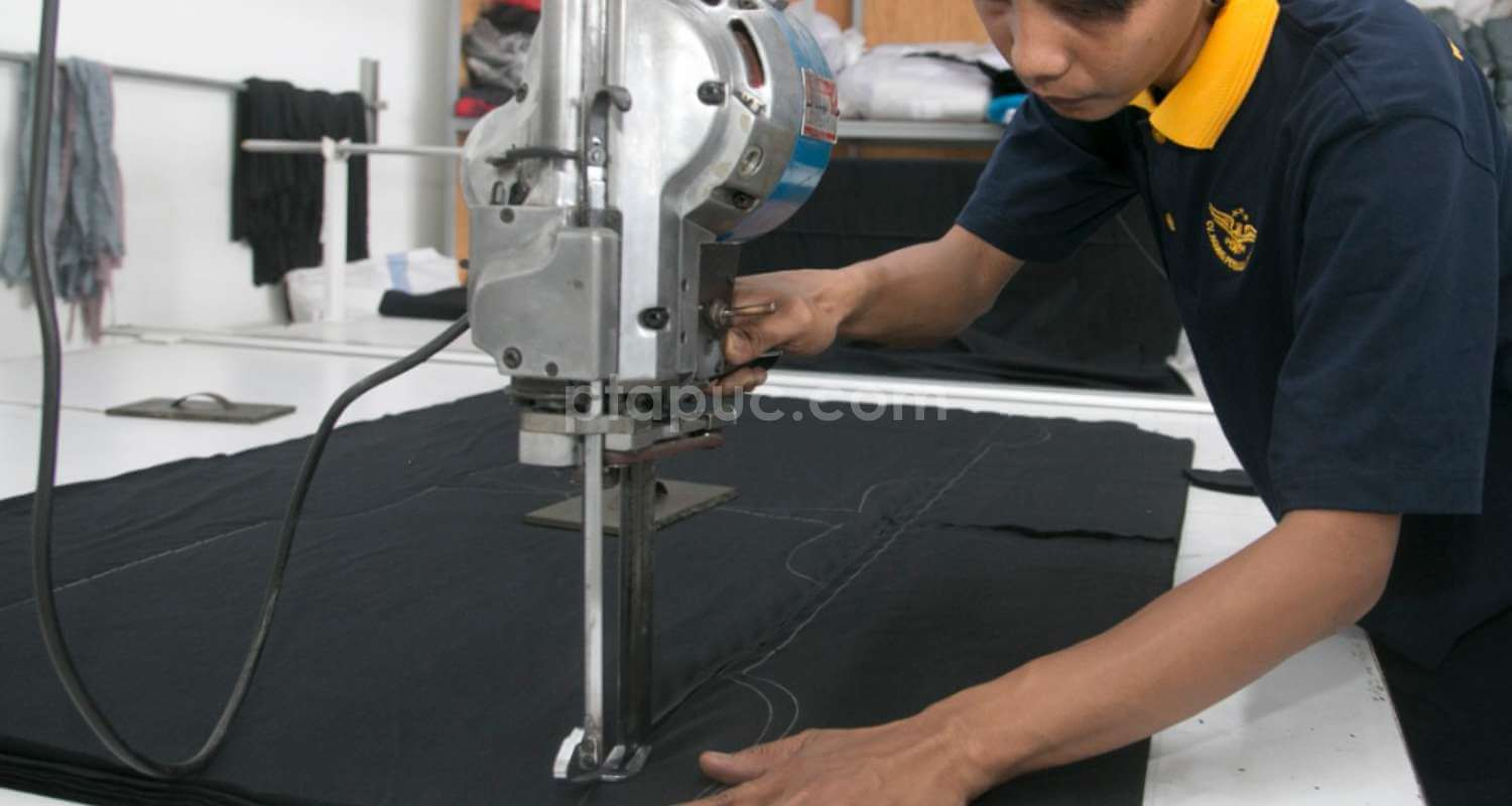 Cutting Bahan Baju